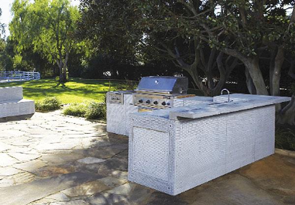 Outdoor features stone depot for Eldorado stone outdoor kitchen cabinet